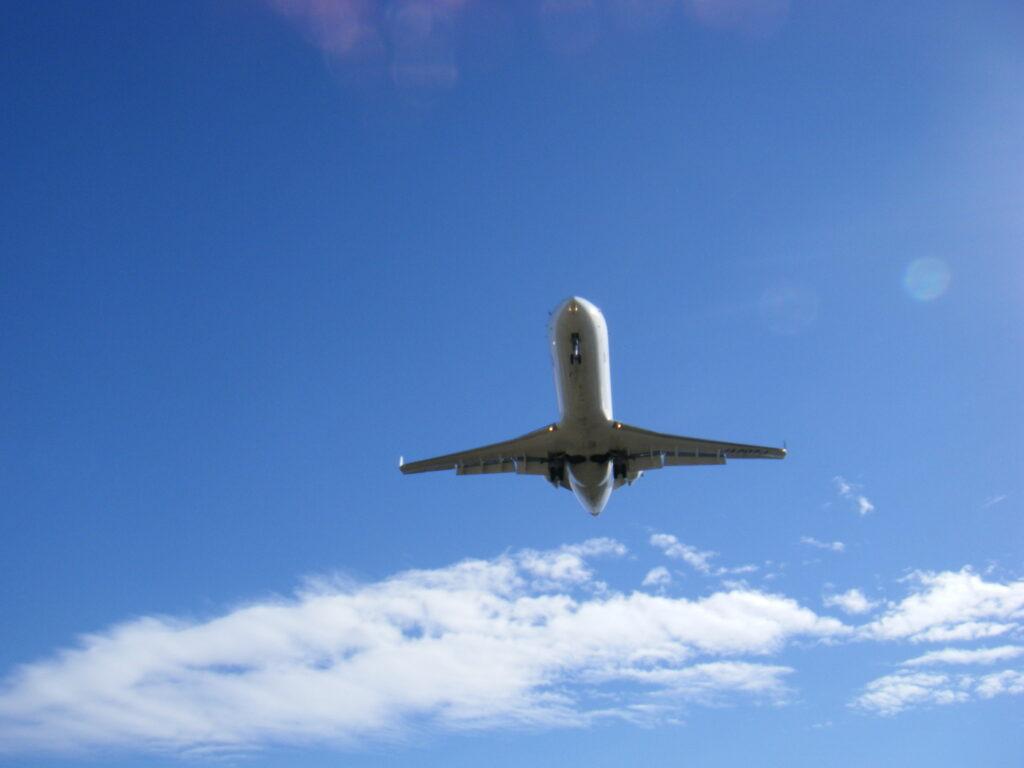 夢は飛ぶ飛ぶあの空へ